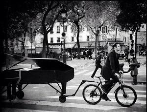 pianist-bicycle-paris-attack
